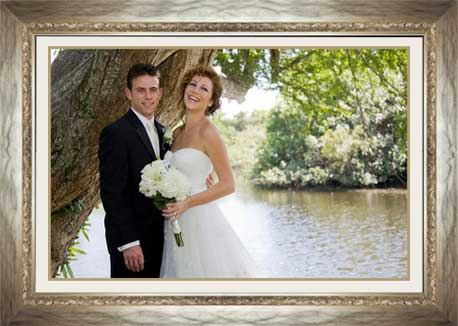 wedding photo frame in gold